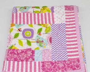 A-Little-Bird-Told-Me-patchwork-quilt-folded-Q000110