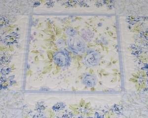 Misty-Blue-patchwork-cot-quilt-centre-detail-Q000100