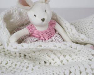 Circular-White-Crochet-Blanket