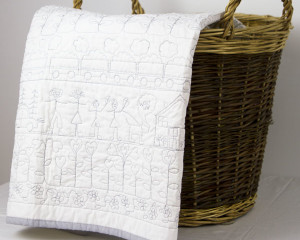 Happy-Days-white-cot-quilt
