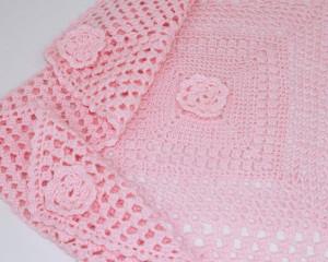 Square-Pink-crochet-blanket-corners-CroB001