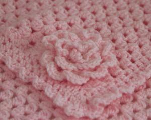 Pink-crochet-flower-blanket-showing-flower-detail