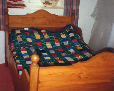Green Silk & Synthetic Quilt